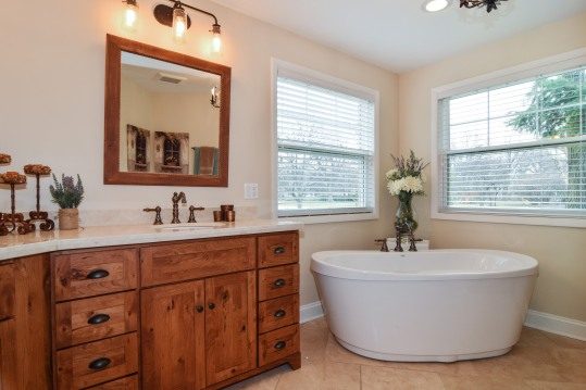 12_10WoodsideDrive_168_MasterBathroom_HiRes