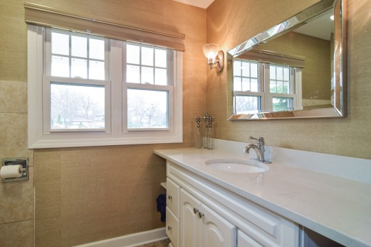 20_10WoodsideDrive_9_2ndfullbathroom_HiRes