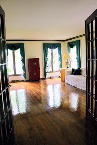 Lakewood living room before 2